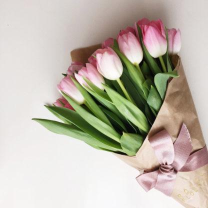 15 тюльпанов розовой в бумаге
